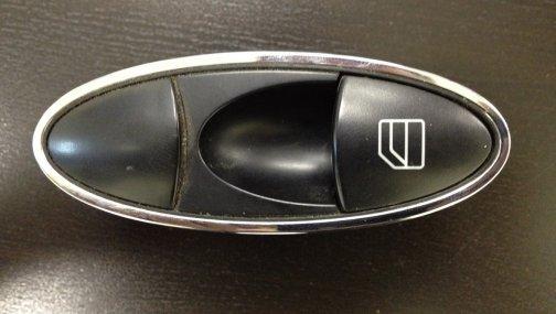 Кнопка управления стеклоподьемником от Мерседес 220