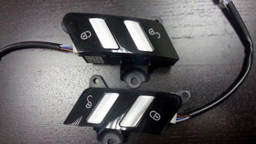 Кнопки управления центральным замком Mercedes-Benz W221